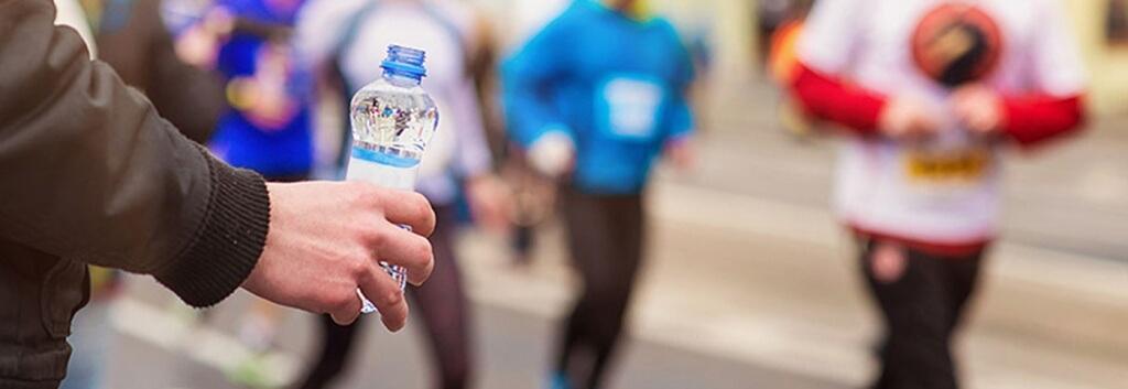 6 ροφήματα που δεν πρέπει να πιείτε ποτέ πριν από έναν αγώνα δρόμου