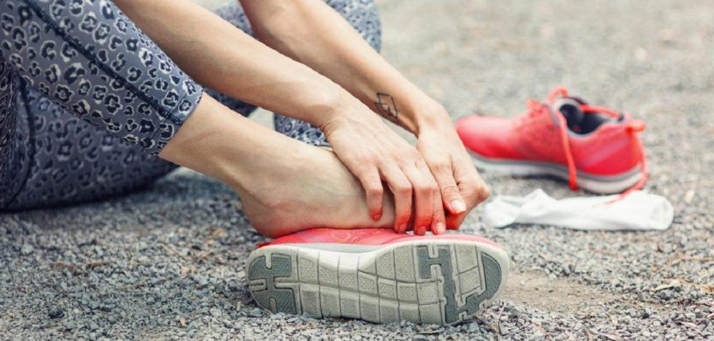 Aπλοί τρόποι για να ανακουφίσετε τα πέλματά σας μετά το τρέξιμο