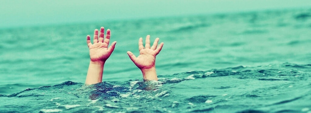 Κράμπες και καλοκαίρι: Τι κάνουμε αν μας πιάσει στη Θάλασσα;