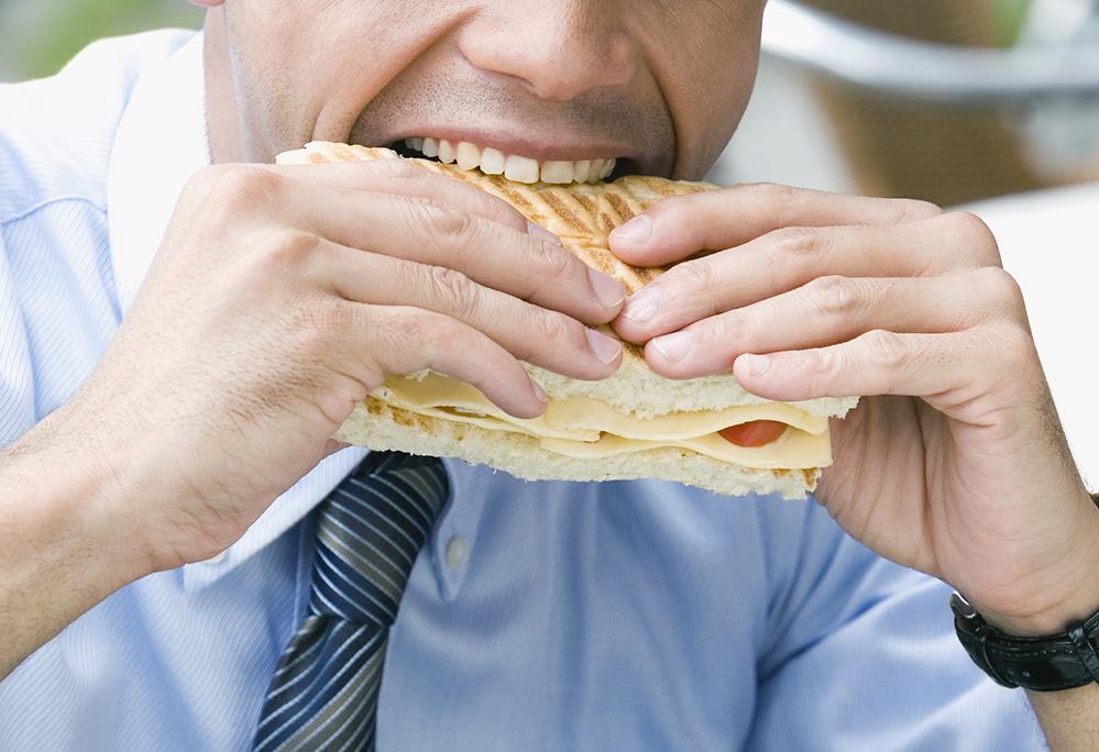 Μάσησε καλύτερα το φαγητό σου για να αδυνατίσεις!