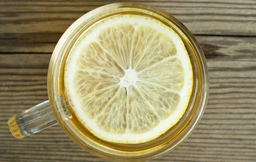Νερό με χυμό λεμονιού: Γιατί μπορεί να γίνει ο καλύτερός σας φίλος;