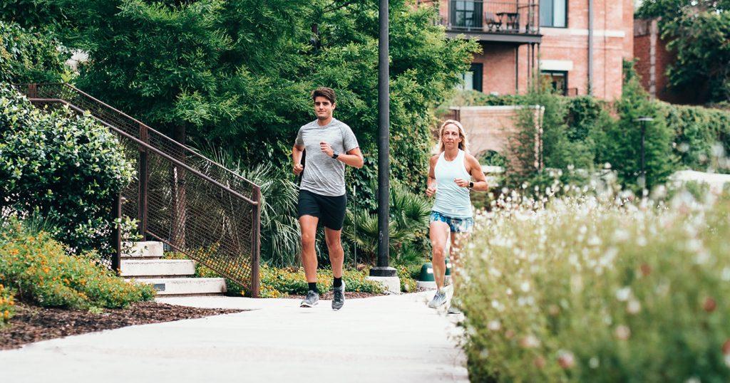 Γιατί η παρέα είναι ο καλύτερος… προπονητής στο τρέξιμο;
