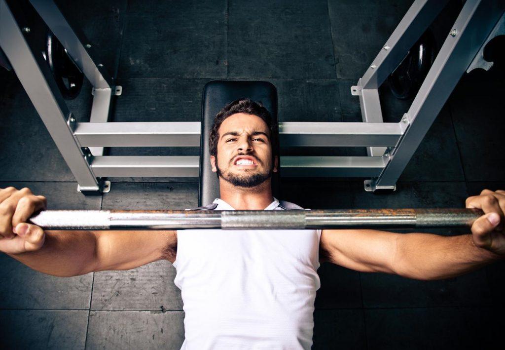 Οταν βρίζεις δυνατά αυξάνεται η σωματική σου δύναμη;