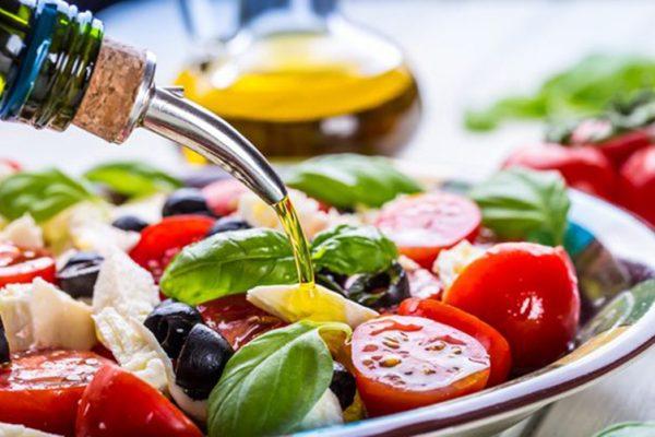 Η μεσογειακή διατροφή κάνει καλό μόνο στους πλούσιους!