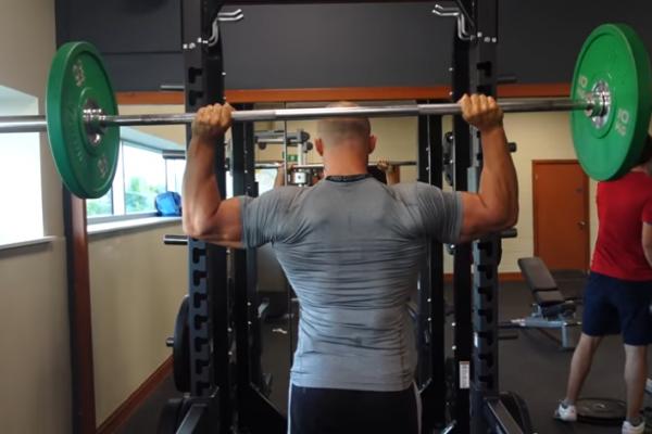 Έξι ασκήσεις με βάρη που πρέπει να αποφεύγετε (video)