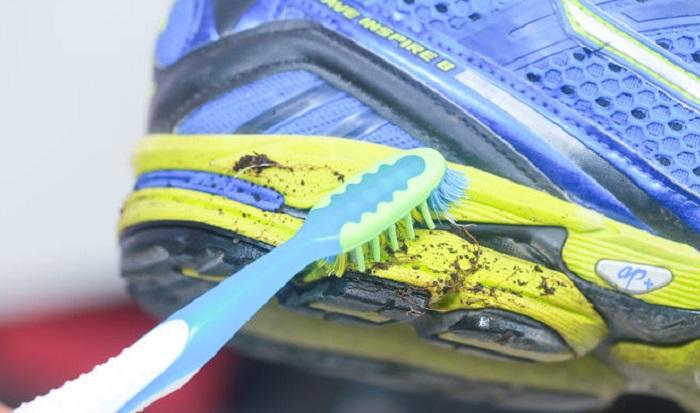c1a96483c8f Δείτε πως θα καθαρίσετε εύκολα τα αθλητικά σας παπούτσια