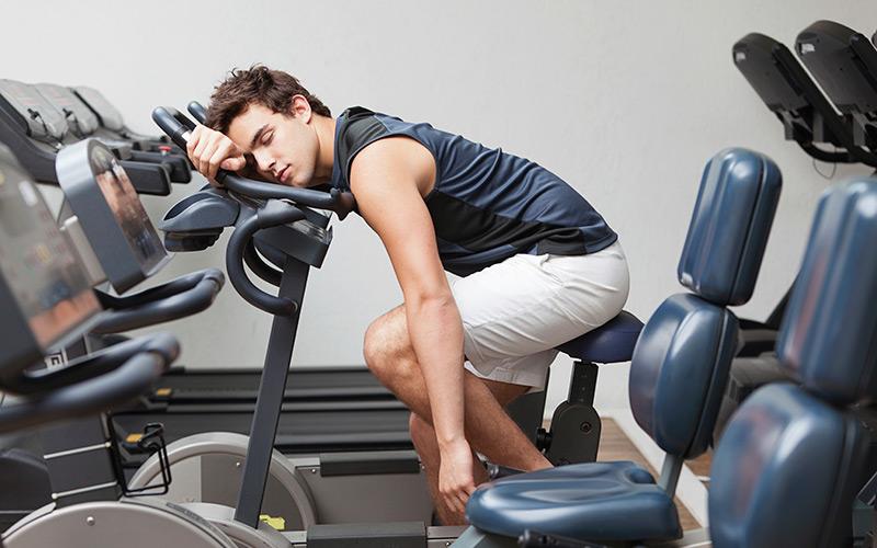 """8 κακές συνήθειες στον ύπνο που """"καταστρέφουν"""" την προπόνησή σας! (video)"""