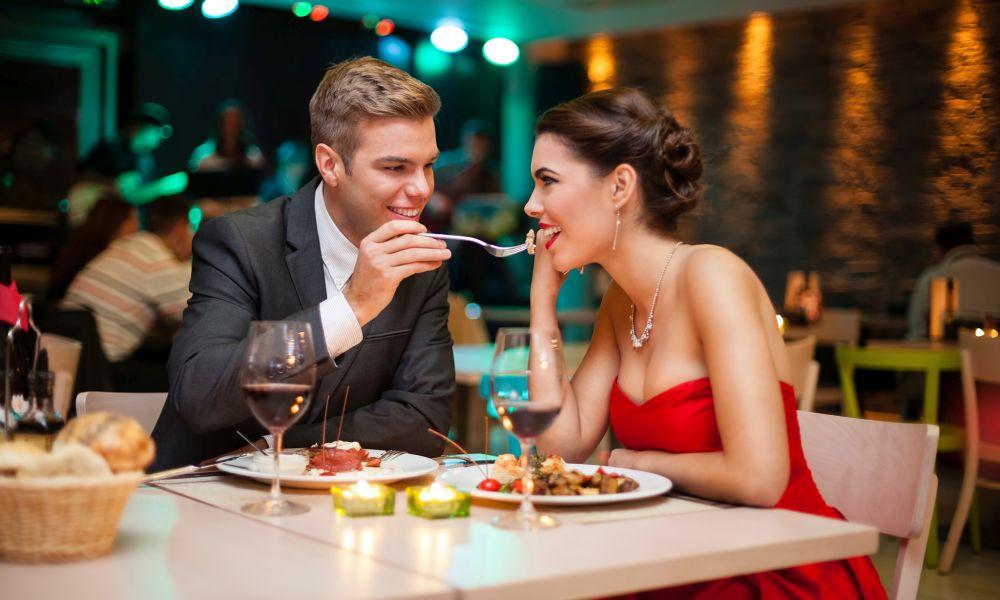 Τελικά είναι αλήθεια ότι ο έρωτας περνάει από το στομάχι;