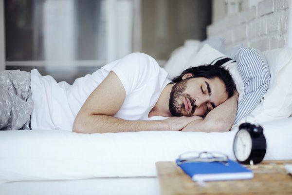 Από τι κινδυνεύουμε αν δεν κοιμόμαστε τουλάχιστον 7 ώρες τη μέρα;