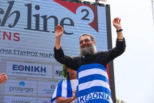 Νικητής στο Nο Finish Line ο Πάτερ Θεόδωρος που έτρεχε με τα ράσα 90 ώρες σερί!