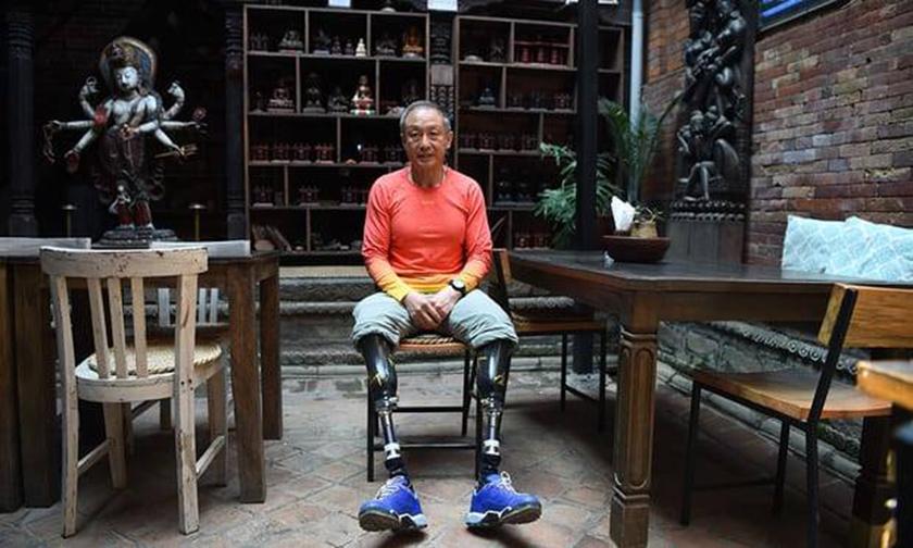 Έχασε και τα δύο του πόδια από καρκίνο αλλά κατέκτησε το Έβερεστ! (vid)