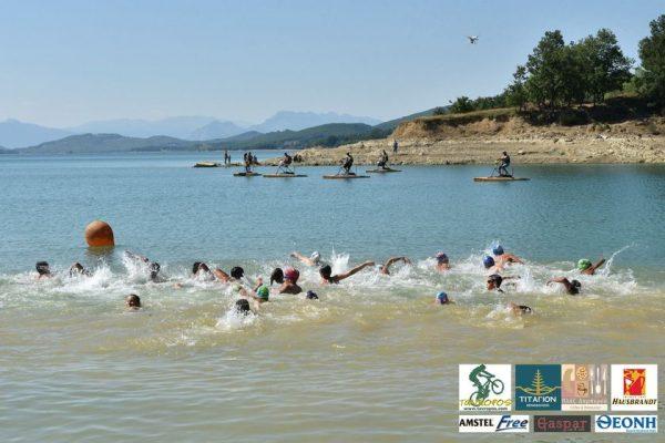 Τον Αύγουστο κολυμπάμε στη Λίμνη Πλαστήρα