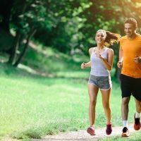 Τρέξιμο εναντίον περπατήματος: Ποια μορφή άσκησης είναι πιο χρήσιμη;