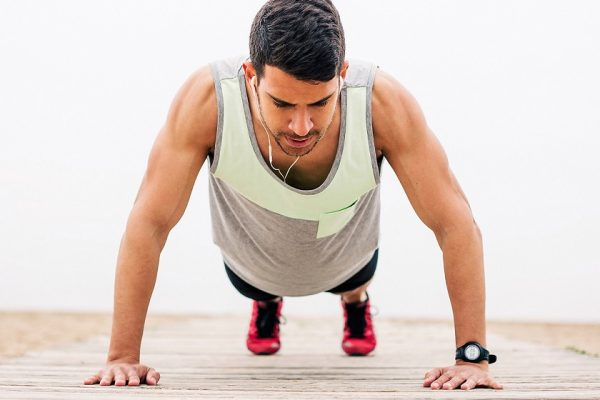 Τι θα συμβεί στο σώμα σου αν κάνεις 100 push ups την ημέρα; (vid)