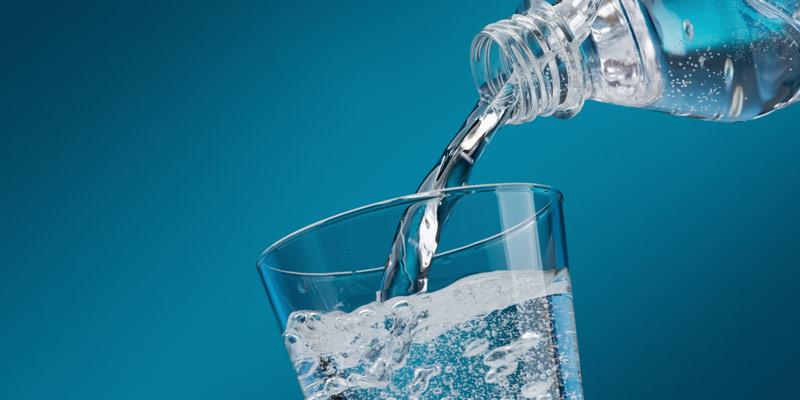 Πόσο νερό χρειάζονται την ημέρα οι άνδρες και πόσο οι γυναίκες;