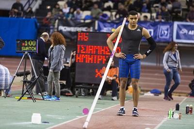 Καραλής και Φιλιππίδης ξεπέρασαν τα 5,50 μ. στο Παρίσι