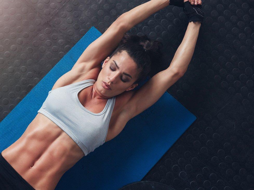 Έντεκα ασκήσεις που στοχεύουν στους πλάγιους κοιλιακούς