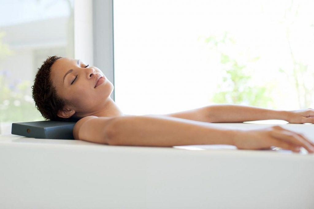 Τι είναι καλύτερο για αποκατάσταση; Ζεστό ή κρύο μπάνιο;
