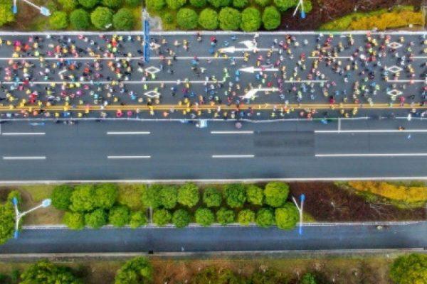 Αποκλεισμός σε Κινέζα δρομέα που χρησιμοποίησε ποδήλατο σε Μαραθώνιο
