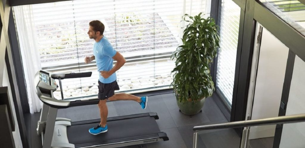 Τρέξιμο στον διάδρομο ή σε εξωτερικό χώρο;