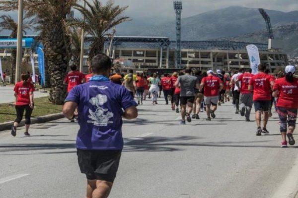 Ο αιμοκαθαιρόμενος αθλητής που στέλνει μήνυμα ζωής μέσα από τους αγώνες δρόμου