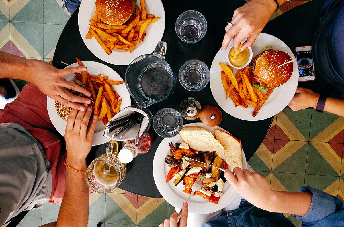 Πόσα κιλά θα χάσoυμε εάν πίνουμε δύο ποτήρια νερό πριν από κάθε γεύμα; –  runnfun.gr