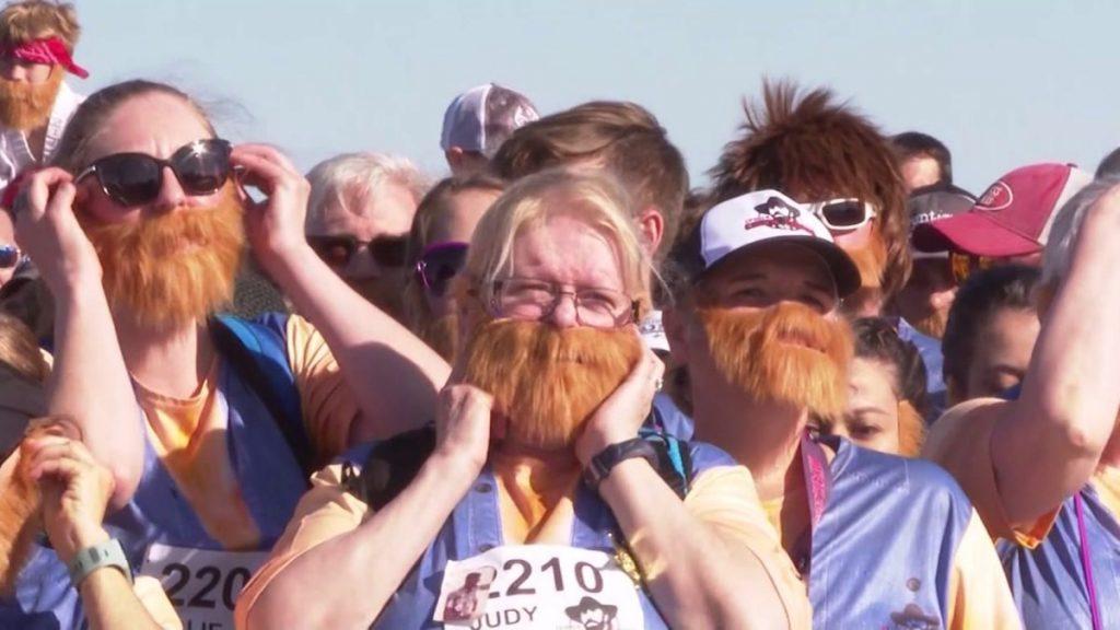 5.000 άνθρωποι έτρεξαν προς τιμήν του Τσακ Νόρις ντυμένοι... Τσακ Νόρις!