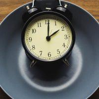 Διαλειμματική νηστεία: Οδηγεί σε απώλεια βάρους;