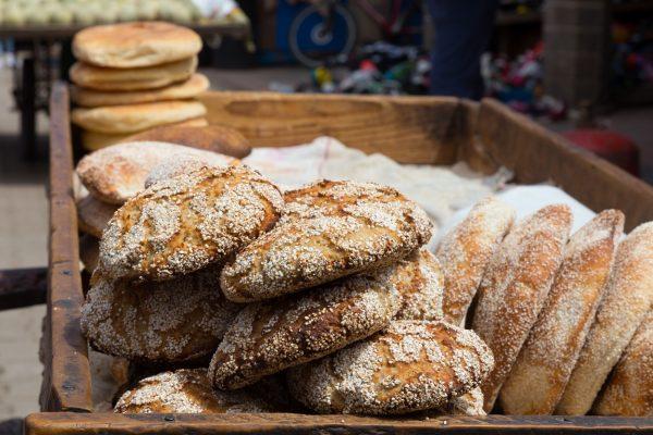"""Πρέπει να """"κόβουμε"""" το ψωμί όταν κάνουμε διατροφή;"""
